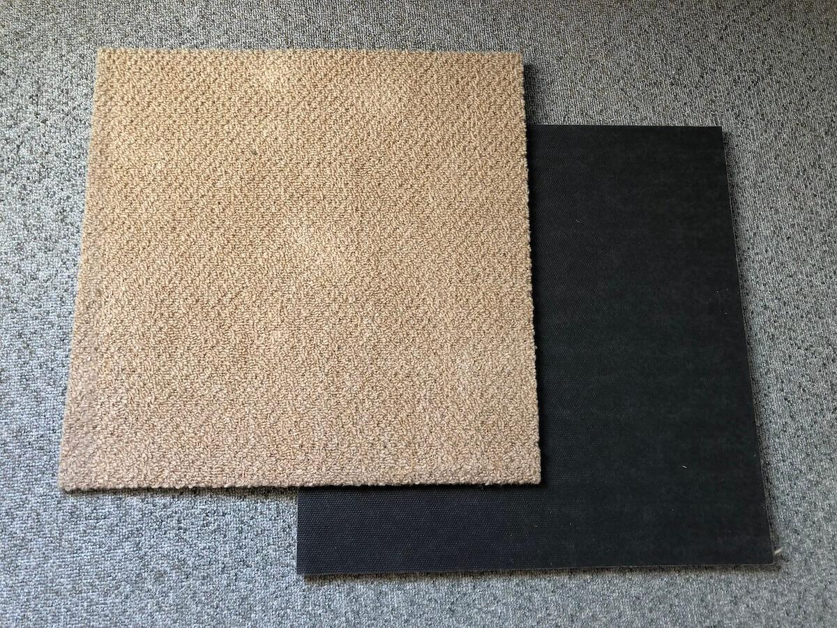 水滴をカバーするカーペットの写真